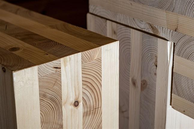 Att bygga i trä har både fördelar och nackdelar. Vid planeringen av Närpes högstadieskola har ljudisolering och akustik utmanat arkitekterna.