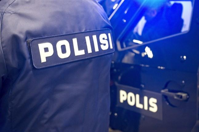 Polisen letar efter en man som misstänks vara skyldig till ett mord i Tammerfors. Det misstänkta mordet skedde på tisdagsmorgonen.