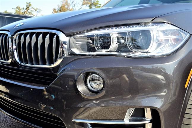 En forskningsartikel pekar ut förare som kör BMW, Audi och Mercedes. Män med osympatiska personlighetsdrag dras till statusbilar.