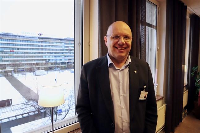 Coronaläget har ökat cancerpatienternas utmaningar, och hotar de avgiftsfria tjänster som erbjuds. Därför startar vi upp Stop cancer-insamlingen igen, säger Markku Suoranta.