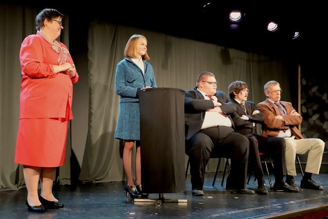 Gunilla Lillbacka, Ida Fridlund, Jonas Gammelgård, Lukas Löfdahl och Ulf Johansson är alla bekanta ansikten i Byarevyn.