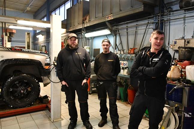 Tero Lahnakoski, Pasi Lehtonen och Benjamin Myllyluoma flyttade från Kaskö och verkar nu i Kristinestad efter att ha köpt lokalerna av Veljekset Keski-Hannula.