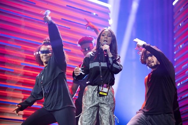 """– Det blir mycket dans och mycket som händer på scen, säger Suzi P om sitt bidrag """"Moves""""."""