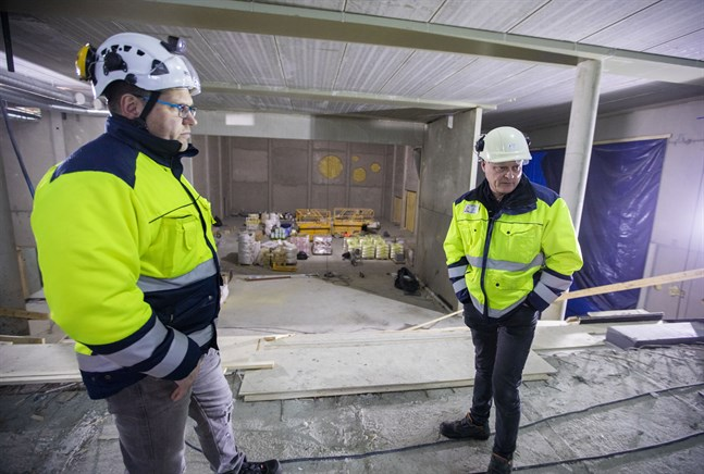 Det är första gången Johan Strand och Jan Östman är med om ett så här stort byggprojekt i Vörå.