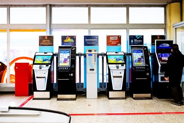 Enligt lotterilagen får personer under 18 år inte spela penningspel.