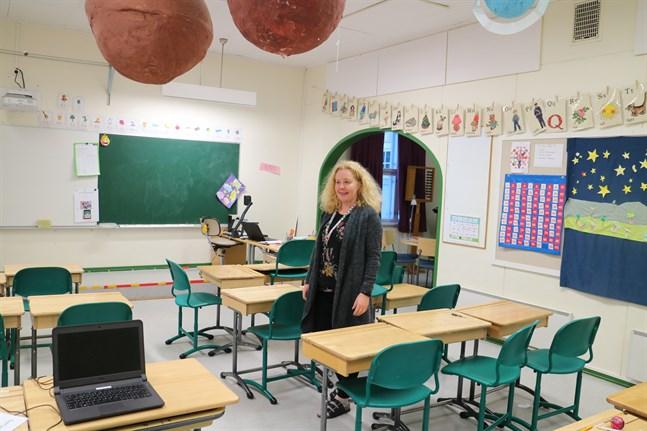 Rektor Maria Furubacka vet att undervisningen inte sitter i väggarna, men hon skulle ändå önska någon form av modernisering av skolfastigheten.