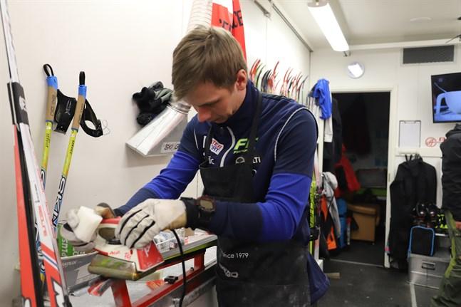 Att valla ett par skidor tar en dryg halvtimme, berättar Ahlvik.