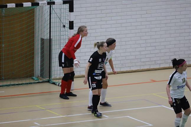 Tiina Takala-Hakomäki (nummer 23) gjorde två mål mot GFT och valdes till sitt lags bästa spelare.