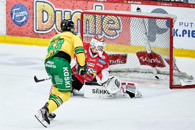 Panu Mieho stod för två assists mot Niko Hovinens Sport.