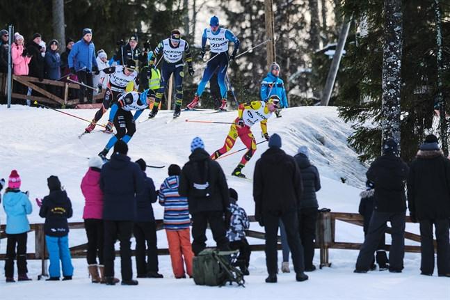 Helgens ÖIDM är den första stora skidtävlingen i Vörå skidcentrum sedan FM i fjol. Då var storpublik tillåten längs banorna – så är inte fallet i helgen, men tävlingarna sänds på Youtube.