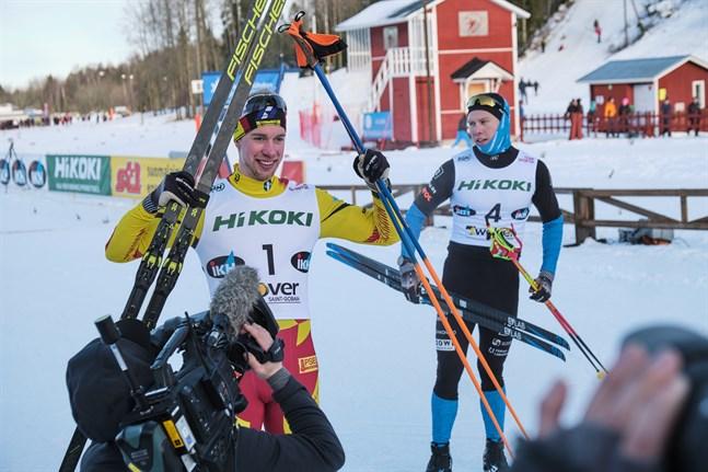 Medieuppbådet var stort kring Joni Mäki när han åkte i mål som etta i FM-sprinten.