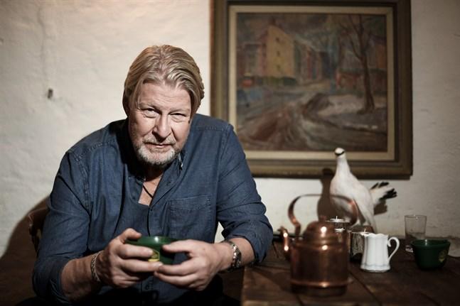 Rolf Lassgård återvänder till rollen som Erik Bäckström.