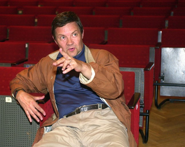 Juha Muje började sin teaterkarriär i Pietarssaren Näyttämö.