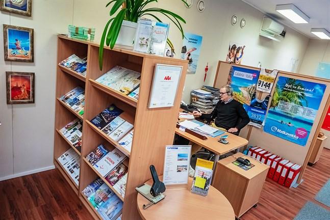 Researrangörerna arbetar minst sagt i motvind för tillfället. Kimmo Kalliokoski upplever att kunderna ändå är förstående i den exceptionella situationen.