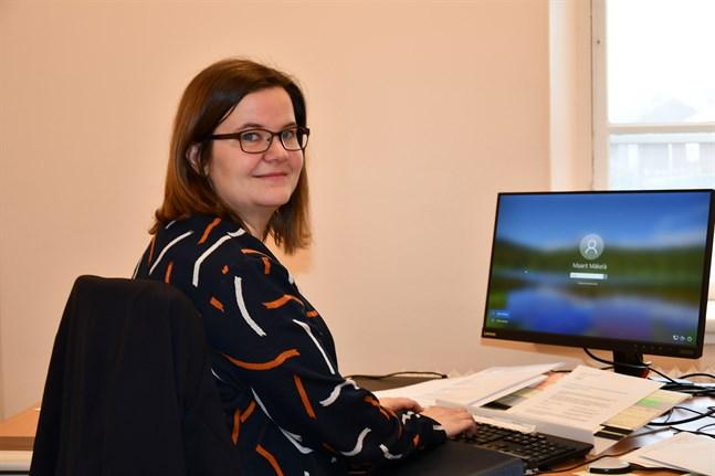 Maarit Mäkelä är i nuläget både ekonomi- och personalchef i Kristinestad. Som en del av en omorganisering har staden nu anställt en ny personalchef och Mäkelä i sin tur blir ekonomichef.