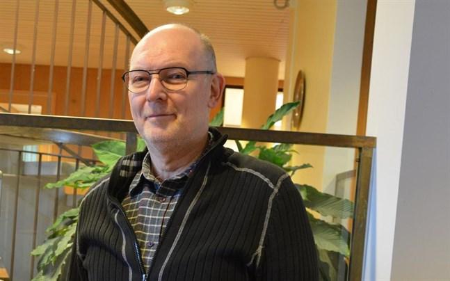 Lars-Erik Lundmark går i pension i år. Han har arbetat åt Närpes kommun och stad i 42 år.