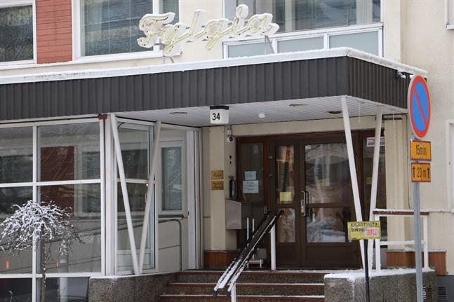 Den höjda avgiften gäller 37 platser på Fylgias serviceboende på Skolhusgatan i Vasa.