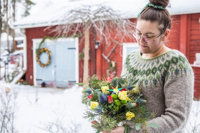 Sandra Neuman har skapat en bukett inspirerad av färgerna i nykarlebystjärnan, jubileumsåret till ära. Blommorna i buketten kommer variera beroende på säsong, men färgerna är de samma.