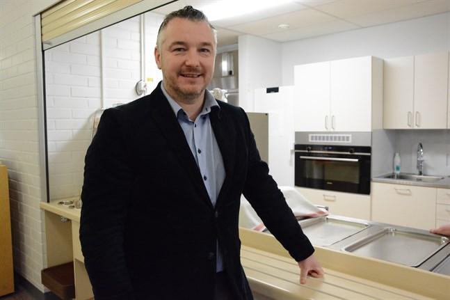 Tony Westerlund blir dubbeldirektör. Nu får han ansvar för både Bottenhavets sjukhem Geritrim och Nykarleby sjukhem.