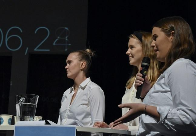 Frida Rosenback, Sofia Finnström och Emilia Söderlund representerade Kristinestads gymnasium och lyckades ta sig till finalrundan.