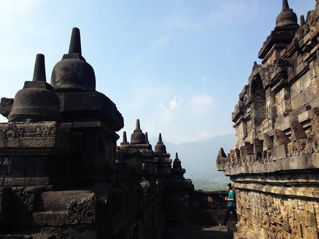 Borobudur är världens största buddhistiska tempel och ett populärt resmål för alla som besöker Yogyakarta.