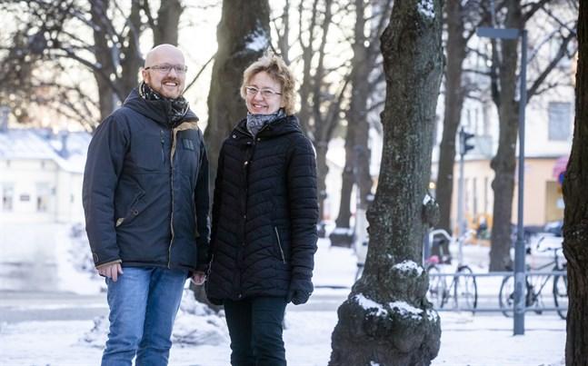 Simon Staffans och Heidi Hummelstedt är två av drivkrafterna bakom serien om medeltida Österbotten.