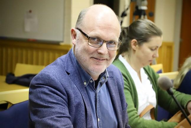 Malaxpolitikern Markus West (SFP) oroar sig för äldreboendet Fyrgården som byggts upp på Bergö men vars intressen han inte kommer att kunna bevaka lika bra.