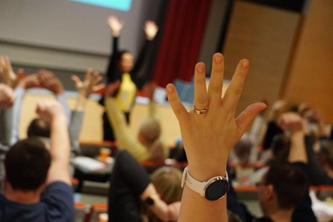 Omkring 150 personer som jobbar inom utbildningssektorn i kommunerna mellan Kronoby och Kristinestad deltog i torsdagens elevvårdsdag.