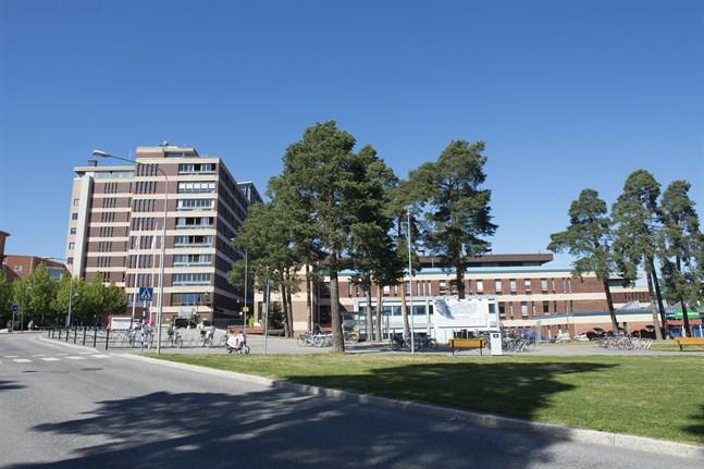 En person har blivit inlagd på infektionskliniken på Gävle sjukhus och testas för coronaviruset.