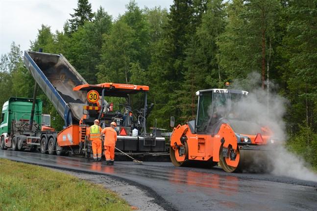 Närpes och Jakobstad kan nu ingå förlikning med YIT (Lemminkäinen) gällande ersättning för asfaltkartellen.
