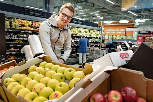 Fredrik Lönnqvist blir ny köpman i K-Supermarket i Nykarleby, där han kommer att bygga om avdelningen för färskvaror för att skapa en större känsla av torg och familjär stämning.