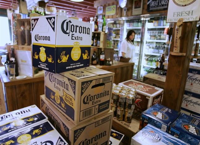 """""""Helt plötsligt pratar alla om Corona"""", konstaterar sparekonomen Joakim Bornold på Söderberg & Partners. Arkivbild."""