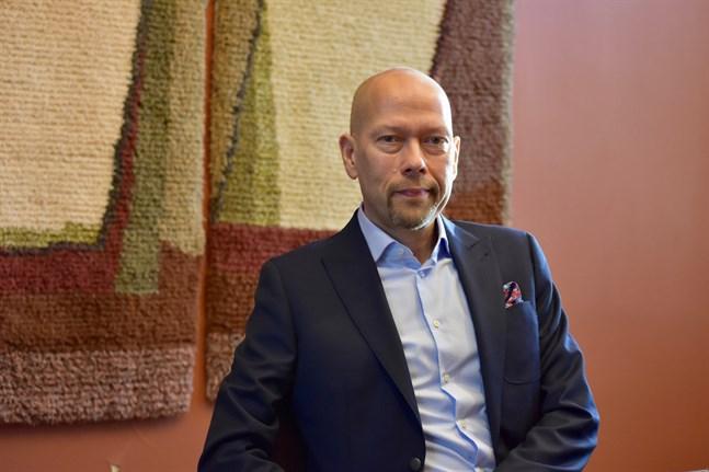 Specialforskaren Tapio Karvonen vid Åbo universitet tror inte att förseningarna i fartygsleveranserna har direkta konsekvenser för Åbovarvet, även om pålitligheten varit ett trumfkort för varvet.