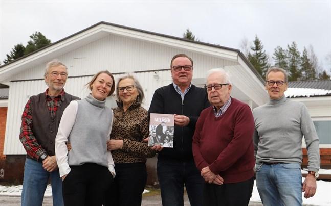 Peter Backa, Sonja Finholm, Gunvi Lundqvist, Göran Westerlund, Matti Kujanpää och Bertel Bäck utgör redaktionsrådet.