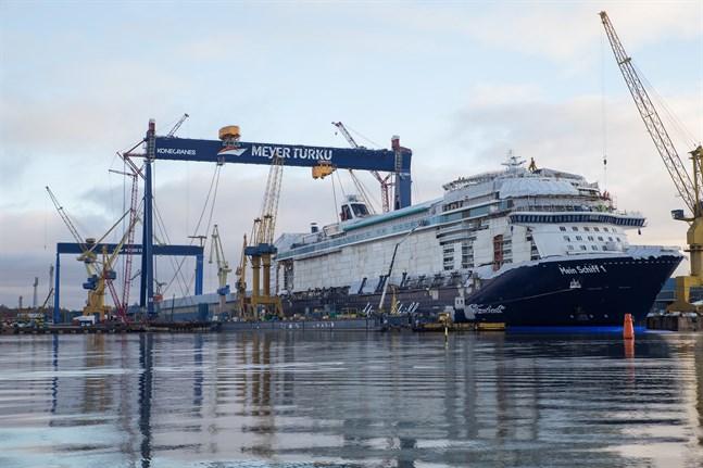 Bland andra skeppsvarvet Meyer i Åbo skulle beröras av den strejk som har varslats till måndagen.