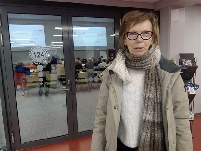 Ansvarsområdeschef Pirkko Kivistö säger att 30 kvotflyktingar per år är ett lämpligt antal.