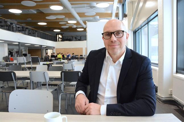 Niclas Pada är koncernchef för NTM. Han fyller 50 år på tisdag.