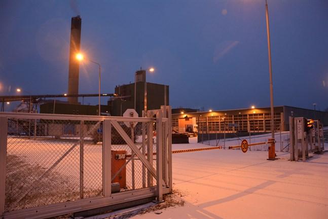 I drygt två veckors tid har produktionen stått still vid Metsä Boards enhet i Kaskö. Nu har parterna nått en överenskommelse och fabriken startar upp igen.
