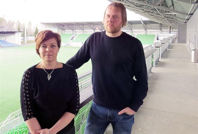 Päivi Uusi-Pohjola och VPS juniorförenings verksamhetsledare Joni Keturi.