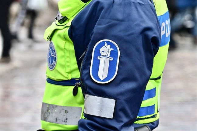 Ett hotfullt meddelande hittades på en spegel i Godby högstadium på tisdagen.