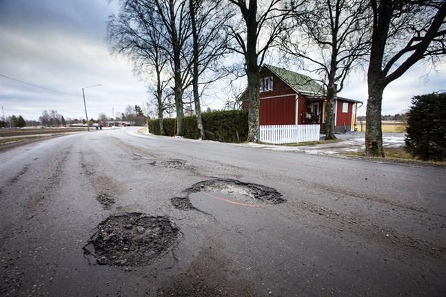 Blir det Koskövägen eller någon helt annan väg som tar hem titeln Österbottens sämsta väg?