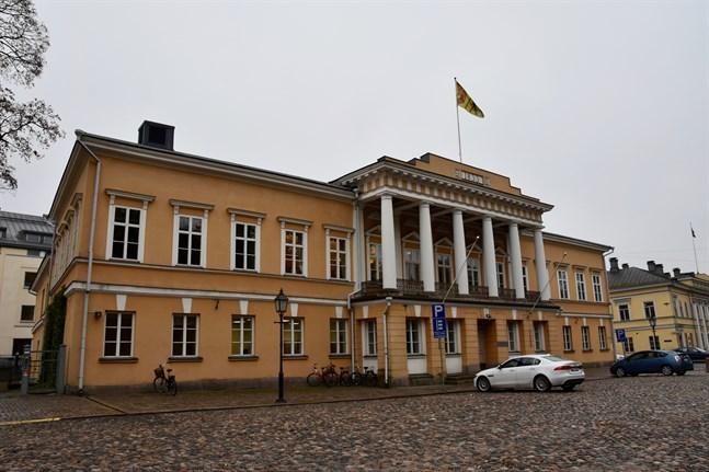 Kemistklubben mister sin föreningslokal Borgen. Studenterna hade hoppats på bättre lösningar av Åbo Akademi, skriver Åbo Underrättelser. På bilden syns Åbo Akademis huvudbyggnad.