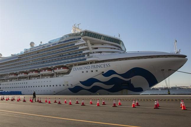 Kryssningsfartyget Diamond Princess ligger i karantän i hamnen i Yokohama i Japan.
