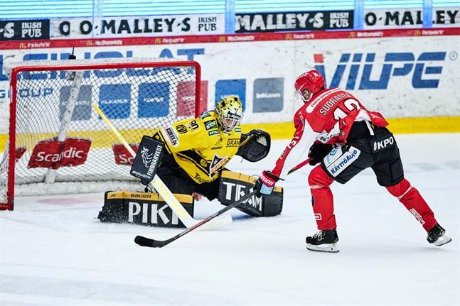 Simon Suoranta gjorde sitt första ligamål för Sport. Men i det här friläget lät sig gästernas målvakt Eero Kilpeläinen inte luras.