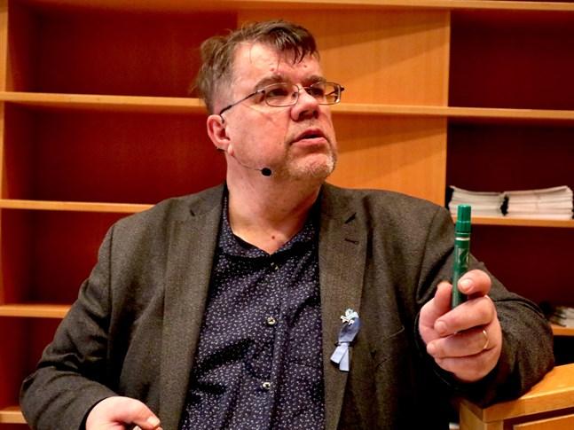 Kimmo Järvinen uppmanar den som får diagnosen prostatacancer att vara aktiv och fråga läkare om sjukdom och behandlingsmetoder.