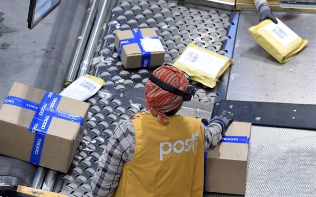 Epidemin i Kina försvårar postverksamheten i landet men finländska Posten har inga planer på att stoppa försändelserna till och från Kina, enligt Sami Finne som ansvarar för internationella näthandelstjänster vid Posten.