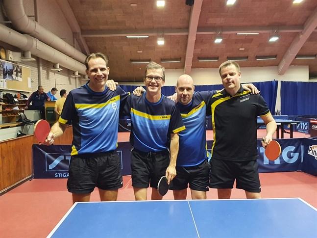 Fredrik Forsbacka, Mats Ingman, Christian Porthin och Kim Myllymäki försvarade Halex färger i det övre slutspelet i Brunakärr i helgen.
