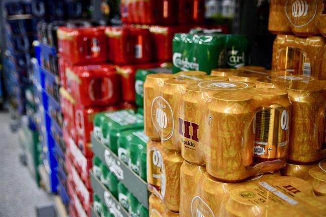 Finländarna förde in sammanlagt 16,9 miljoner liter öl från Estland i fjol, enligt Bryggeri- och läskedrycksindustriförbundet.