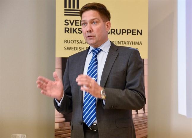 Thomas Blomqvist (SFP), minister för nordiskt samarbete och jämställdhet, lovar att arbetet för att nå lönejämställdhet i Finland fortsätter.
