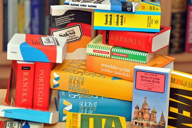 Justitieministeriet utreder möjligheten att anteckna fler språk än bara ett i befolkningsdatasystemet.